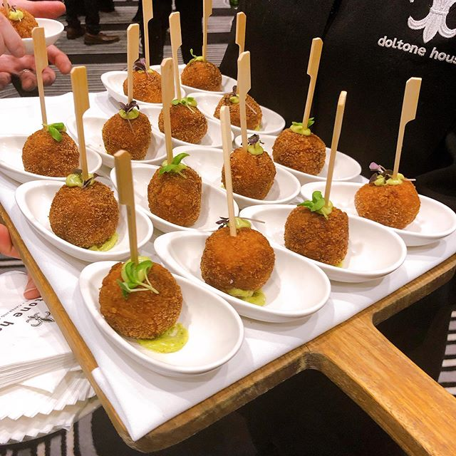 Arancini's are always the favourite at functions 👍😋🍷then it must be rice paper rolls #Doltonehousehydepark #functionscatering