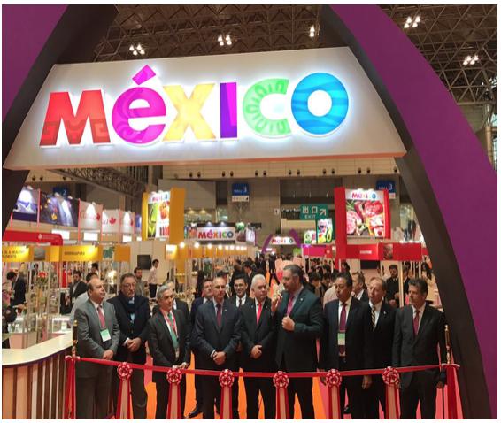 José Eduardo Calzada Rovirosa, Carlos Almada López, Manuel Pozo Cabrera, entre otros, presentes en la inauguración del pabellón México.