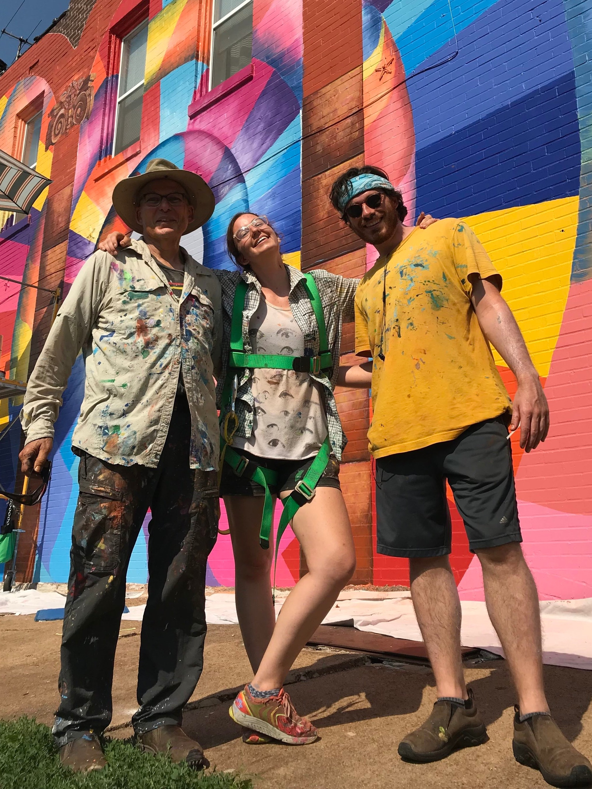 A new era… - In 2015, Fishbone teamed up with his daughter Liza Fishbone (and occasionally her brother, Tyler) to usher in a new chapter of mural making. The amicable friction generated by the difference in their styles unleashed a dynamic from which provoking artworks emerge.