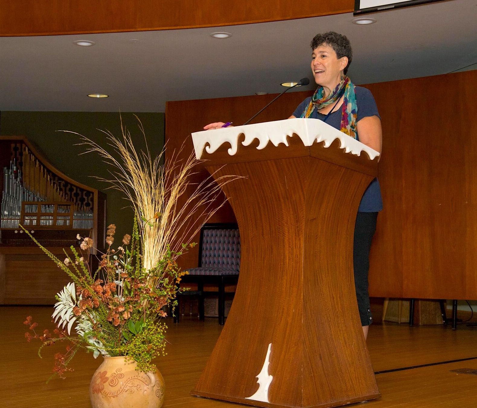 Judie Lincer at podium.jpg
