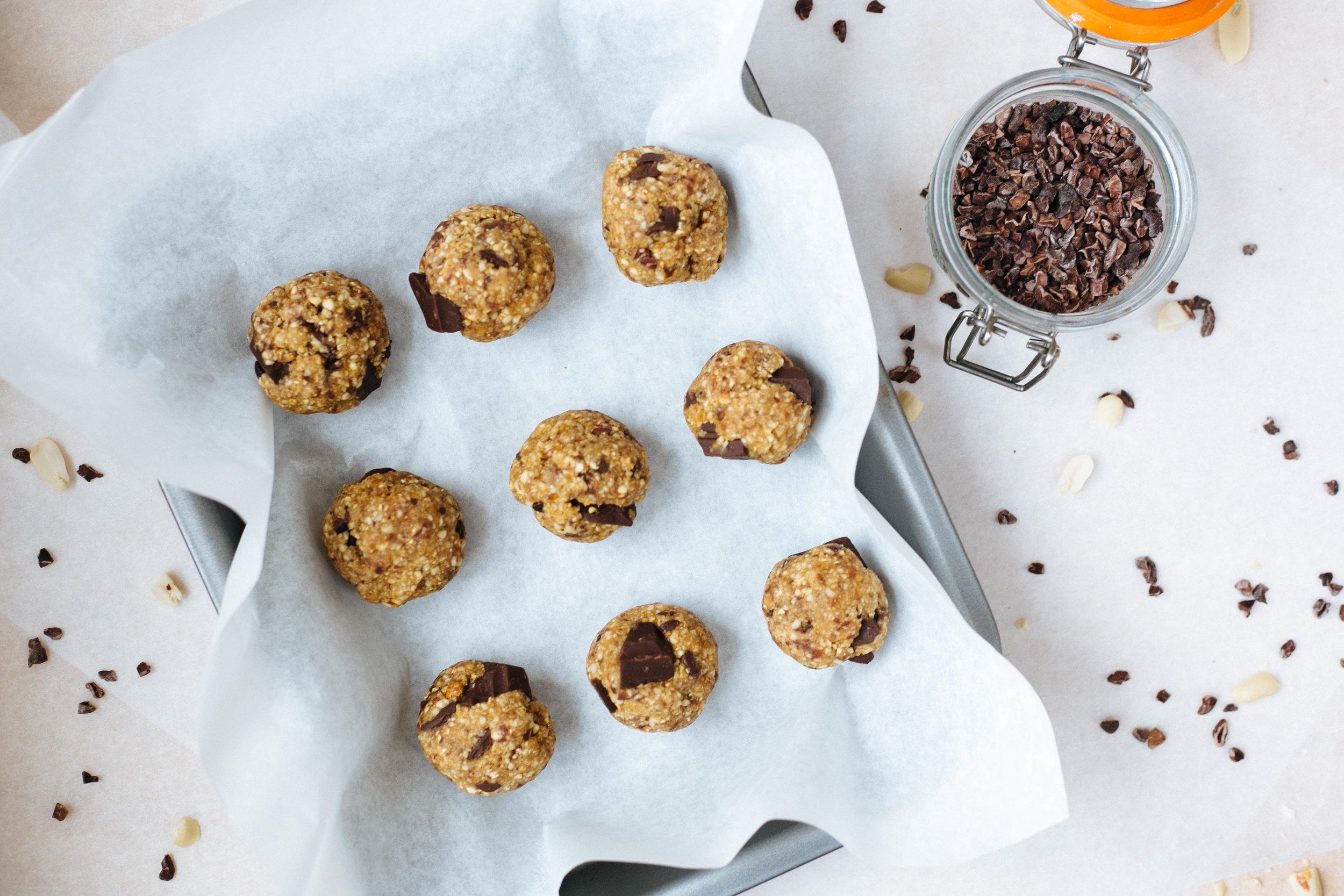 Omnom-Chocolate-chip-protein-bites-1