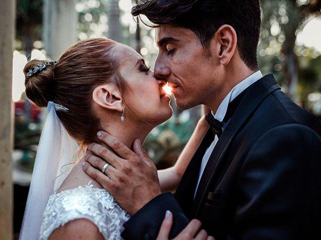 La boda de I&A. Nada como un beso antes de que el sol despida un día intenso. Primeros momentos recien casados y los nervios empiezan por fin a desaparecer. A partir de ahora las ganas de celebrar en familia y festejar hacen acto de presencia tanto en los novios como en los invitados. Comienza lo bueno . . . . . . #yourockphotographers #weddingphotoinspiration #greenweddingshoes #wedphotoinspiration #photobugcommunity #weddingchicks #wanderingweddings #bhldn #brides #dirtybootsandmessyhair #weddingplannercadiz #fotografodebodascadiz #cadizweddings #andalucia #cadiz #weddingphotographerandalucia #wedphotomag
