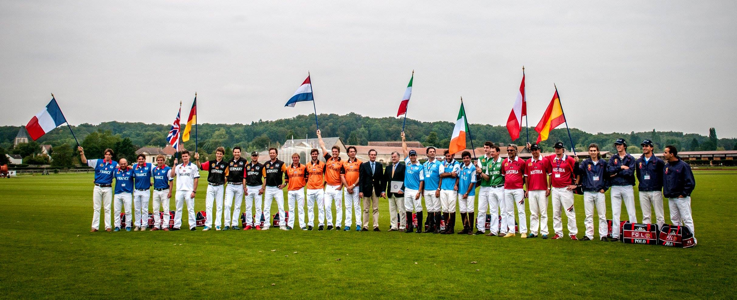 Les 8 équipes participant au Championnat d'Europe de Polo organisé en 2014 par le Polo Club du Domaine de Chantilly The 8 teams competing at the European Polo Championship organized in 2014 by Chantilly Polo Club