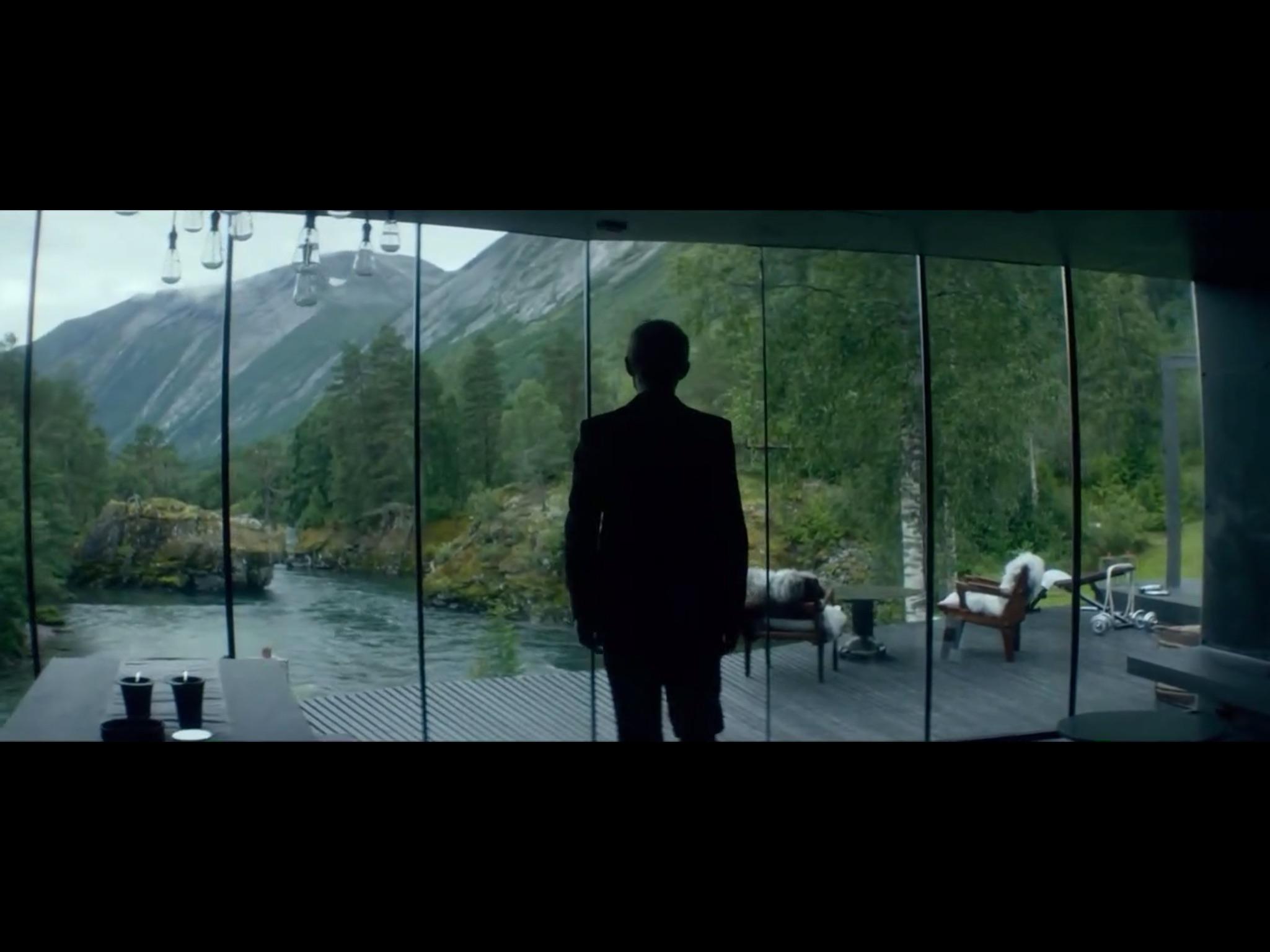 ex-machina-movie-screenshot-7.JPG