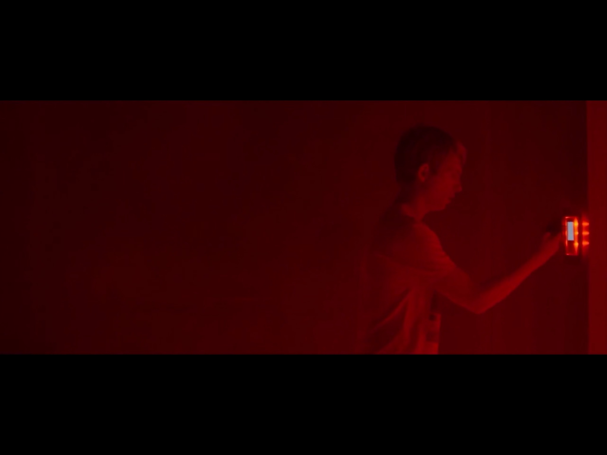 ex-machina-movie-screenshot-13.JPG