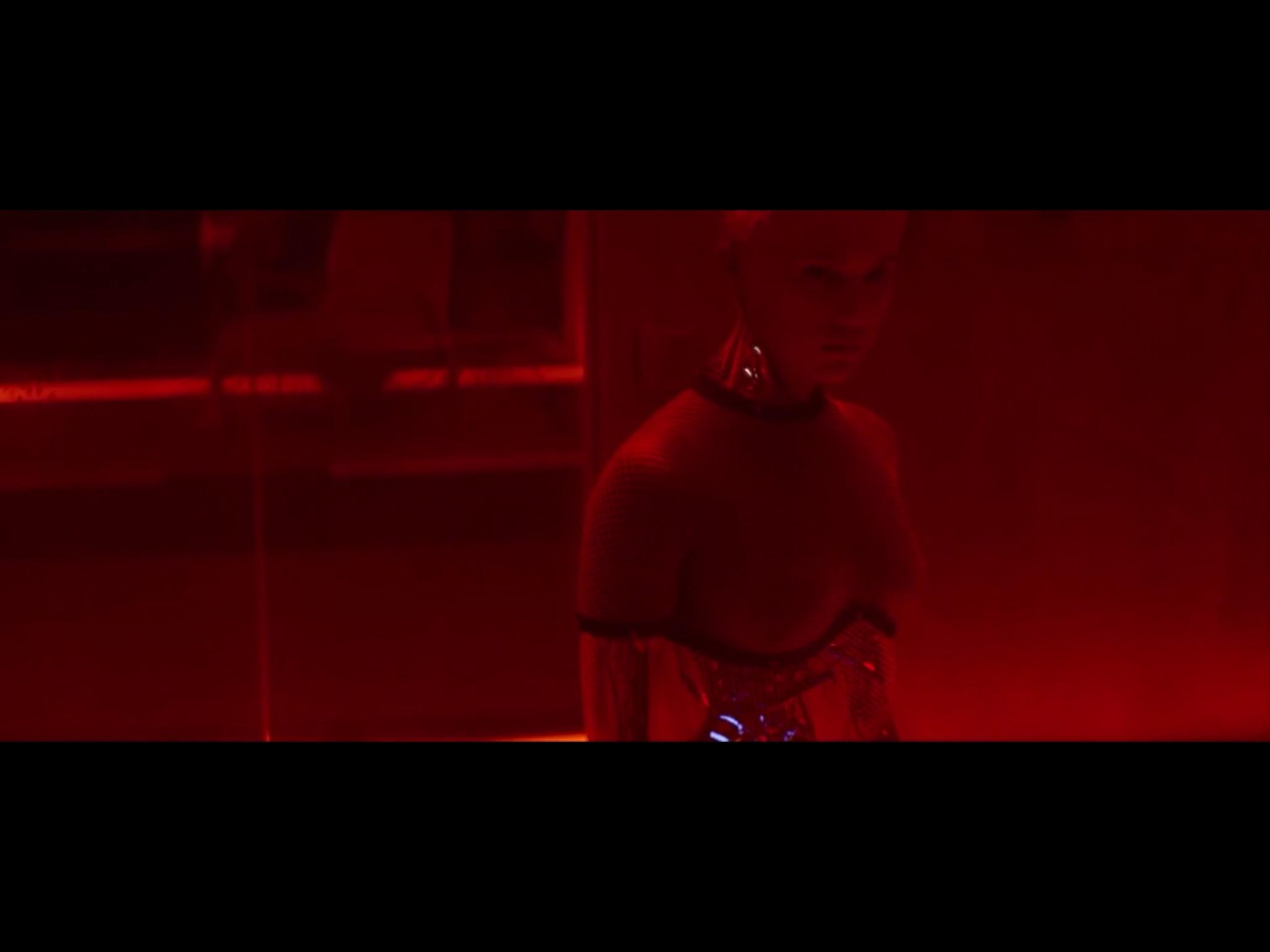 ex-machina-movie-screenshot-14.JPG