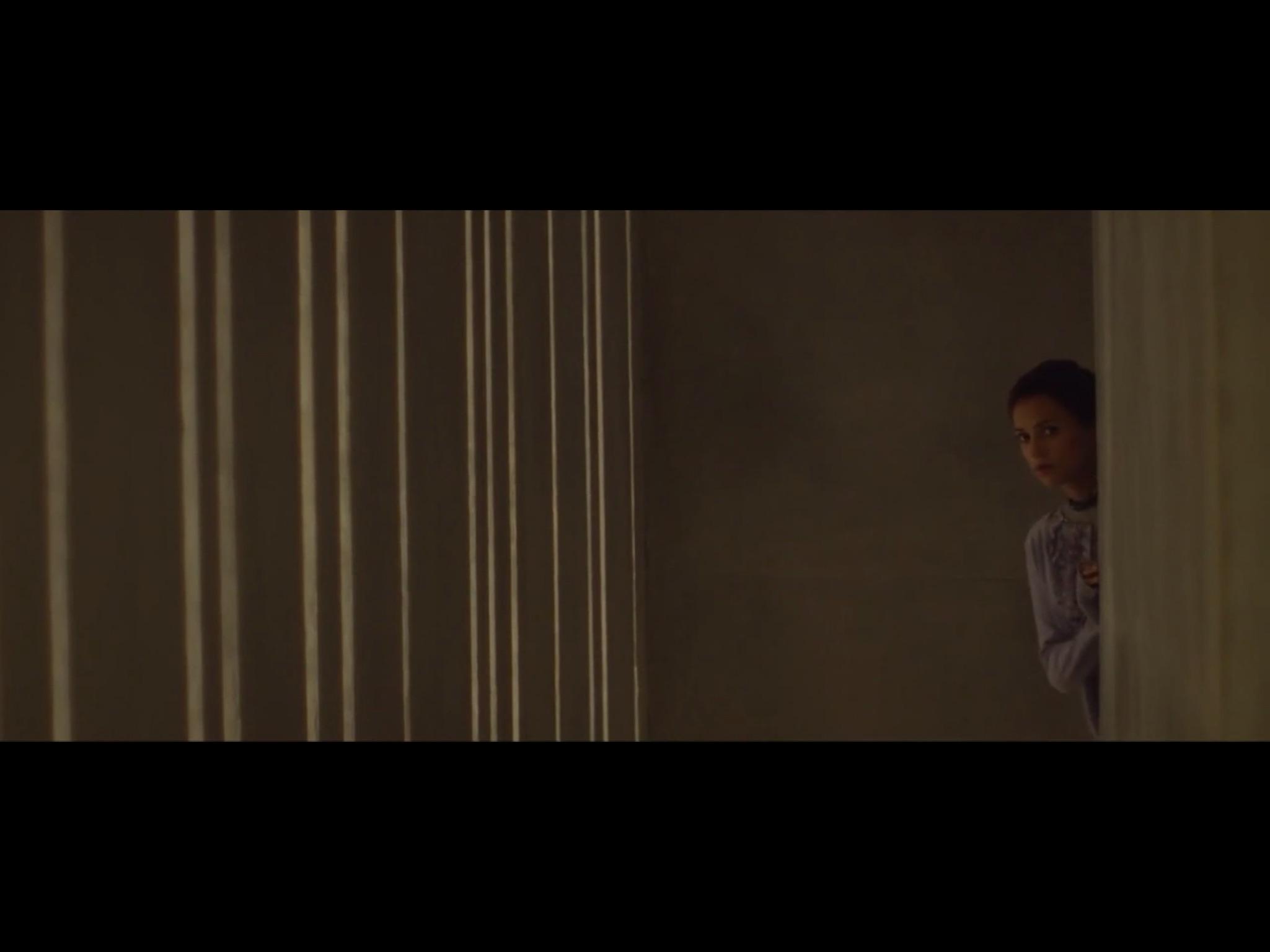 ex-machina-movie-screenshot-15.JPG
