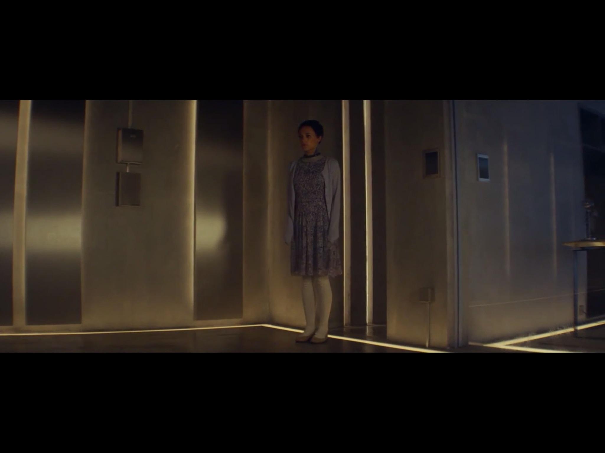 ex-machina-movie-screenshot-17.JPG