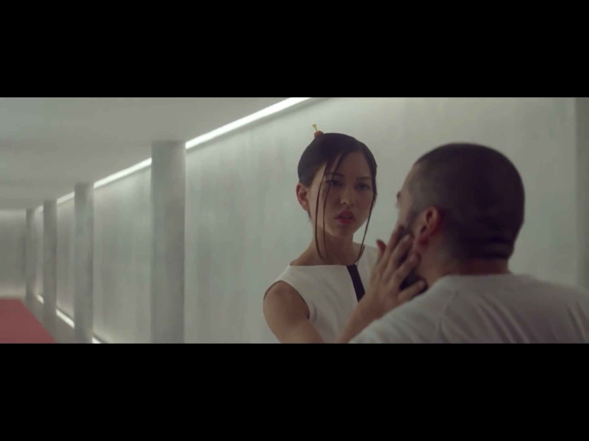 ex-machina-movie-screenshot-40.JPG