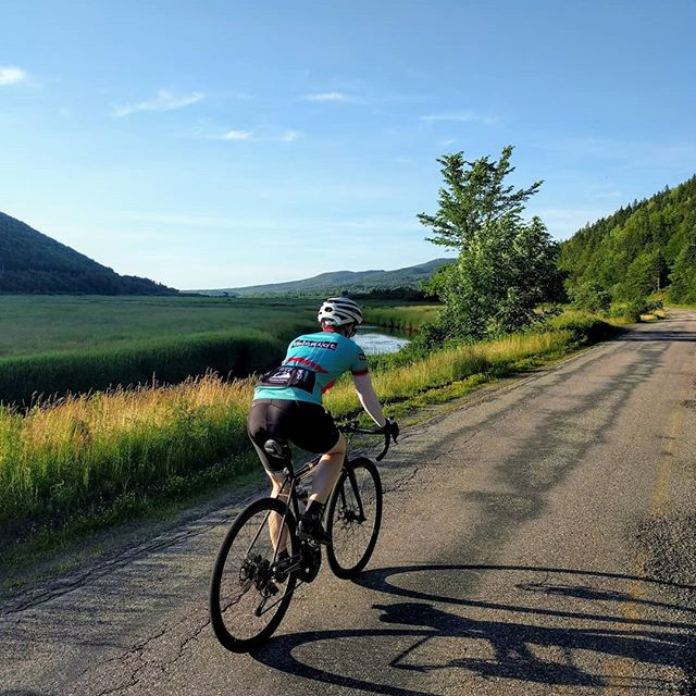 Someday short-sleeved jerseys will again be appropriate. But not today.  #roadslikethese #roadbike #bikeswithoutlimits
