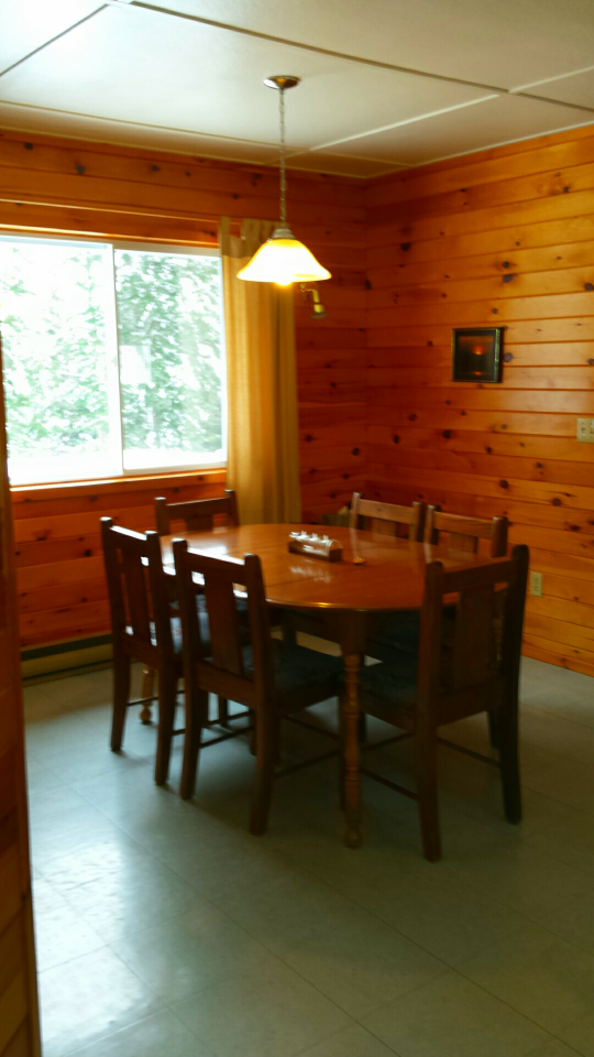 Cottage 6 Dining Area.png