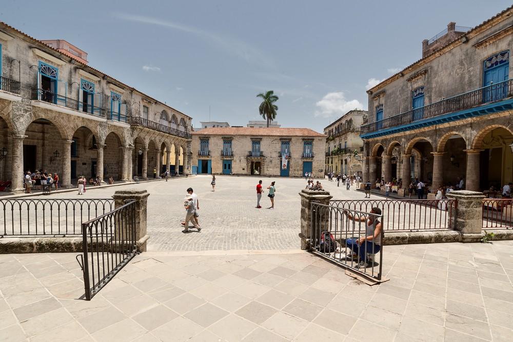 04 Habana Vieja Plaza de la Catedral_DSC6229_tn.jpg