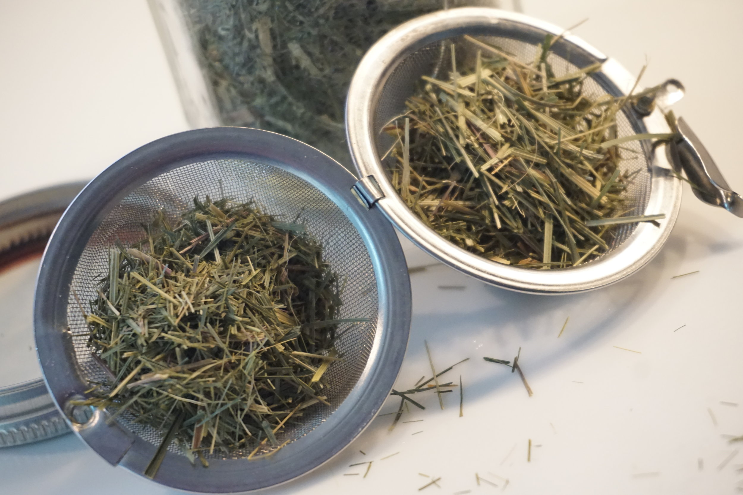 Use a mesh infuser or 2 when using dried lemongrass leaves.