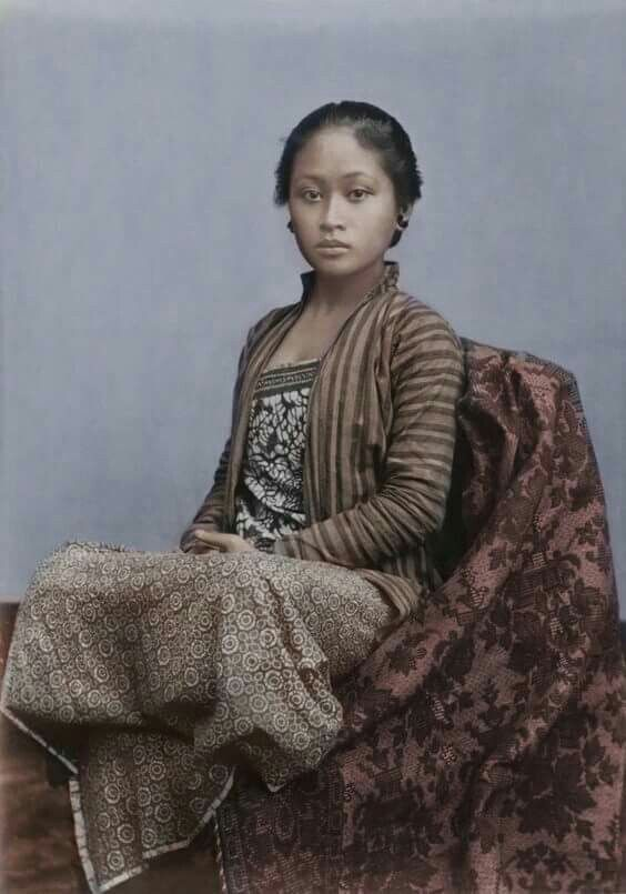 1930s Javanese Girl in a  lurik  blouse