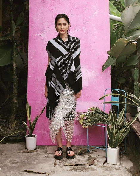 indonesian fashion designer lulu lutfi labibi creates modern design from traditonal javanese fabric of lurik - 02.png