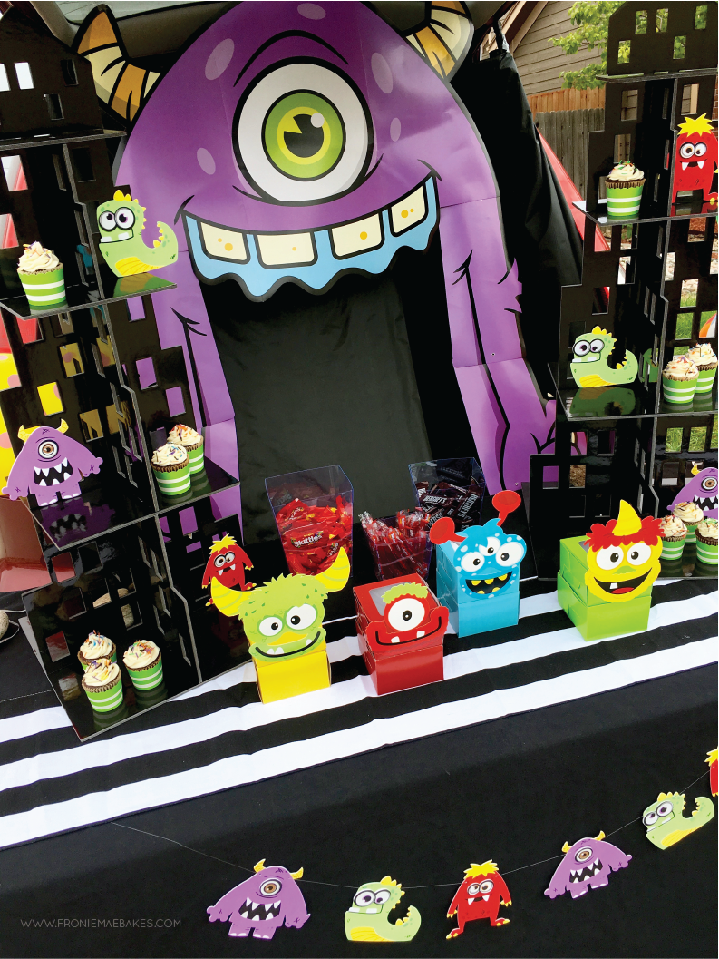 Get inspired with trunk or treat ideas from a handful of bloggers. This display is a fun and friendly Monster City, cupcakes included! www.froniemaebakes.com