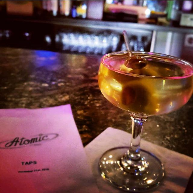 Martini me! 🍸 . . . .  #vegas #dtlv #draaaanks #cocktails #mixology #lasvegas #beer #beerstagram #beerlover #vintagevegas #bar #bars #mixology #cocktails 📸 @craftyfoodie