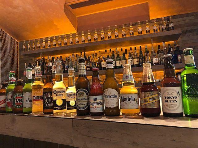ハバナカフェにある ビールコレクション🍺👏 いろんな国のビールがあります🙋♀️ お好みの味があるはず、、♡ #beer#ビール#瓶ビール#コロナ#ハートランド#ネグラモデロ#モルツ #ドラフトビール#🍺#メキシカン#ハバナカフェ#bar#havanacafe#roppongi#六本木