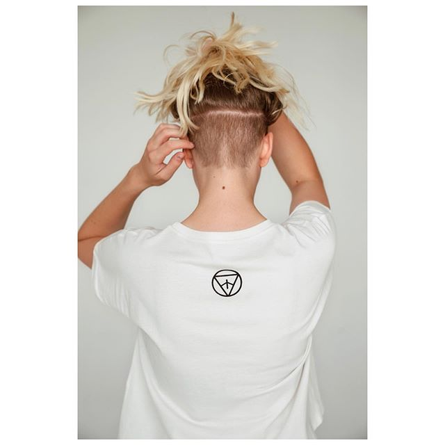 #vulvora tshirt backside logo #organiccotton woven in Czechia . 📸 @_adriana.adamovska . . . . . #freshbrand #organiccotton #biocotton #biobavlna #organicclothing #womenapparel #organictshirt #womenclothing #boldfashion #naturalfashion #localbrand #naturaltshirt #slowfashion #slowfashionlabel #sustainableclothing #designertshirt #localdesign #marietheresa #iconic #popart #historicalicon #celebratewomen #strongwoman #sherocks #belikemarilyn