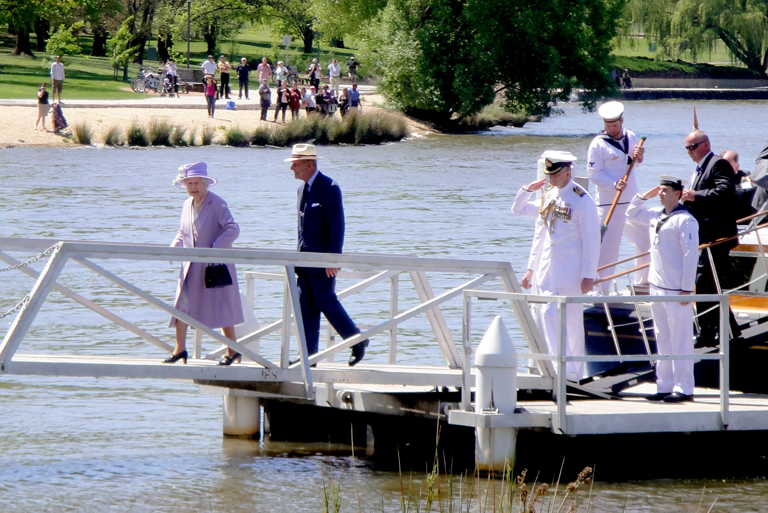 the-queen-arriving-at-floriade-in-canberra.jpg
