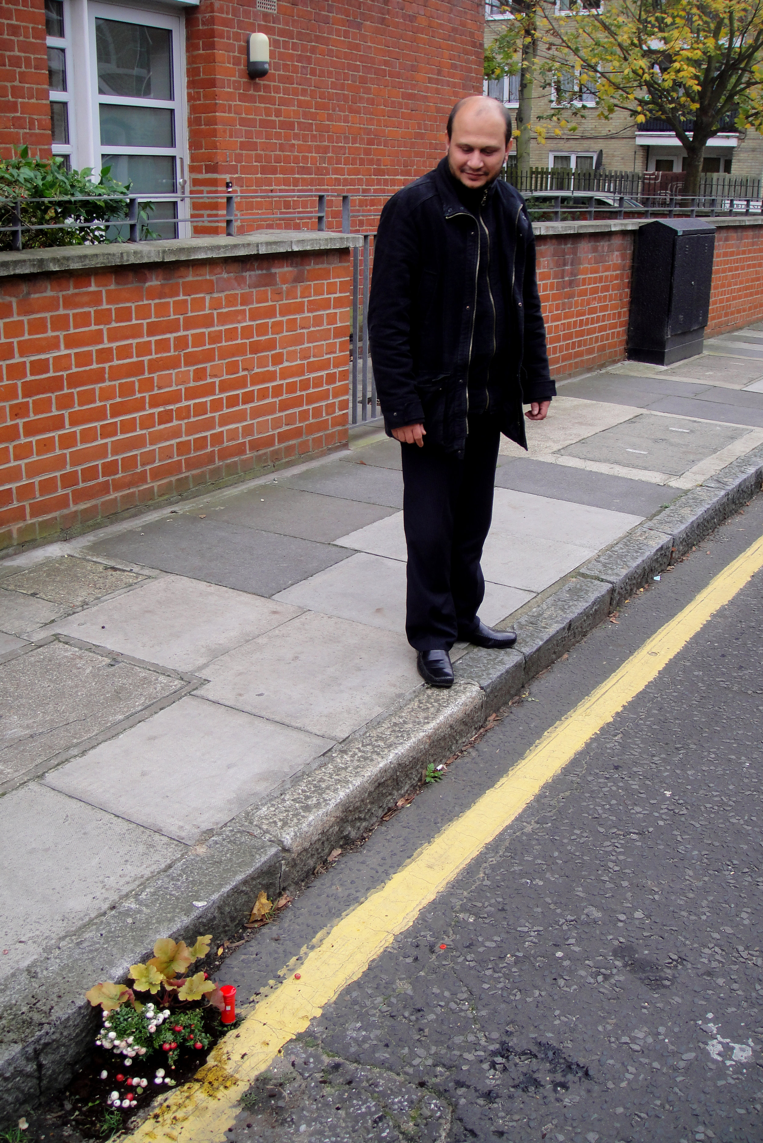 pothole-garden-royal-post-post-box-east-london-observer.jpg