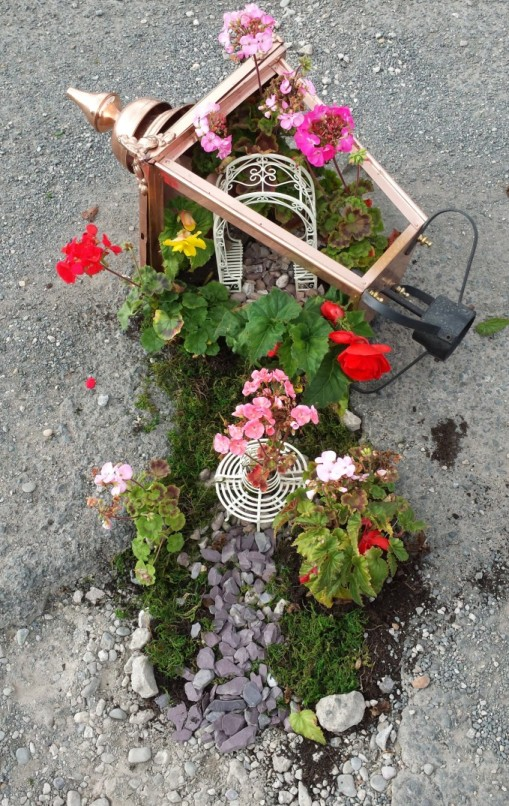 our pothole garden by Garden lamp post company staff