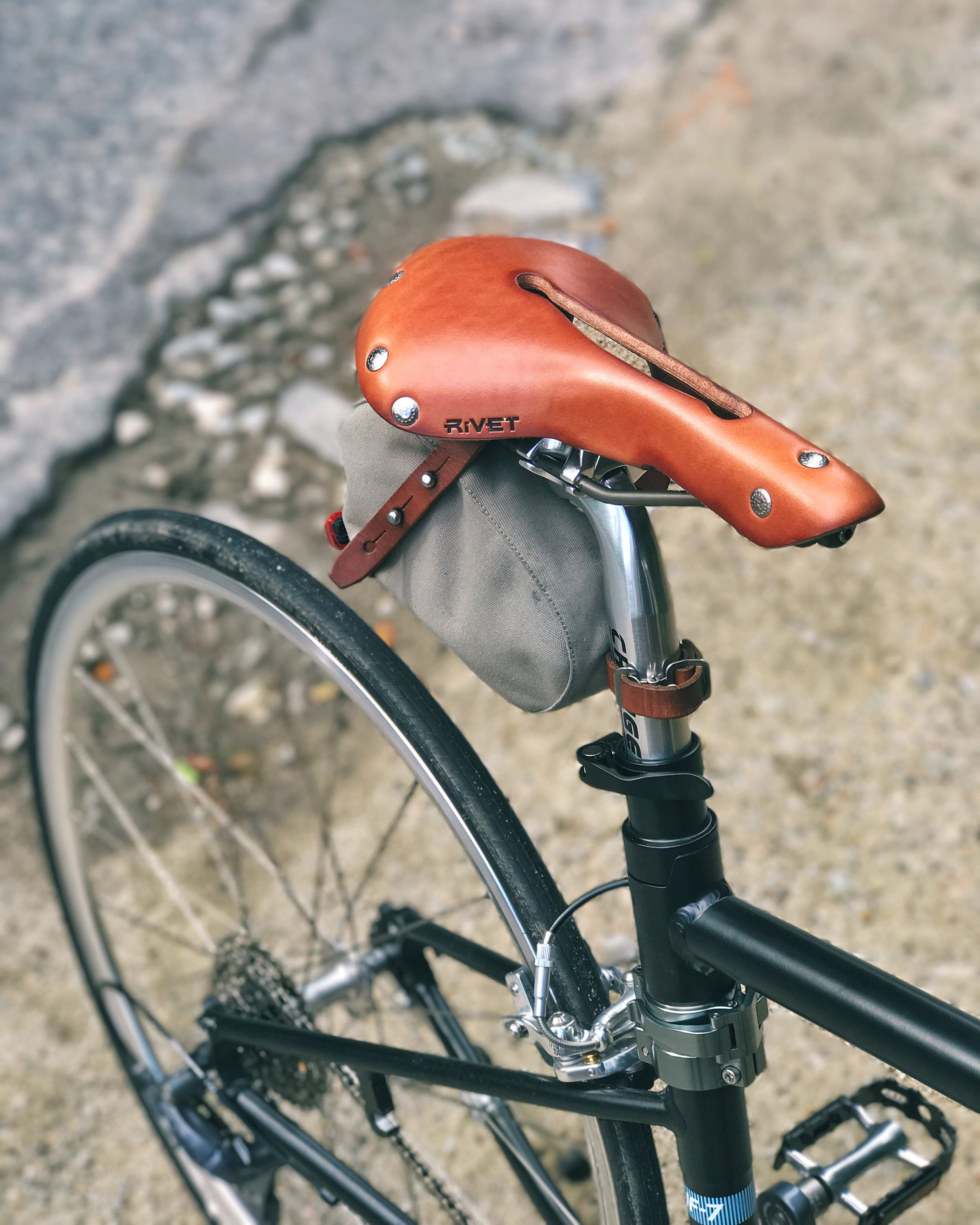 Here's a sneak peek at one of my upgrades. This is the Independence leather saddle from Rivet Cycle Works with titanium rails, weighing 360g.