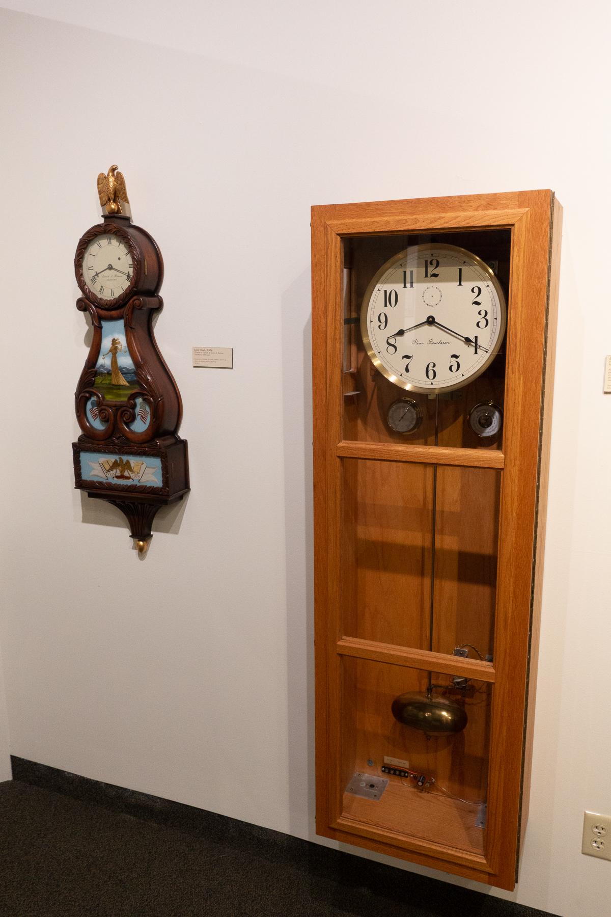Lyre Clock