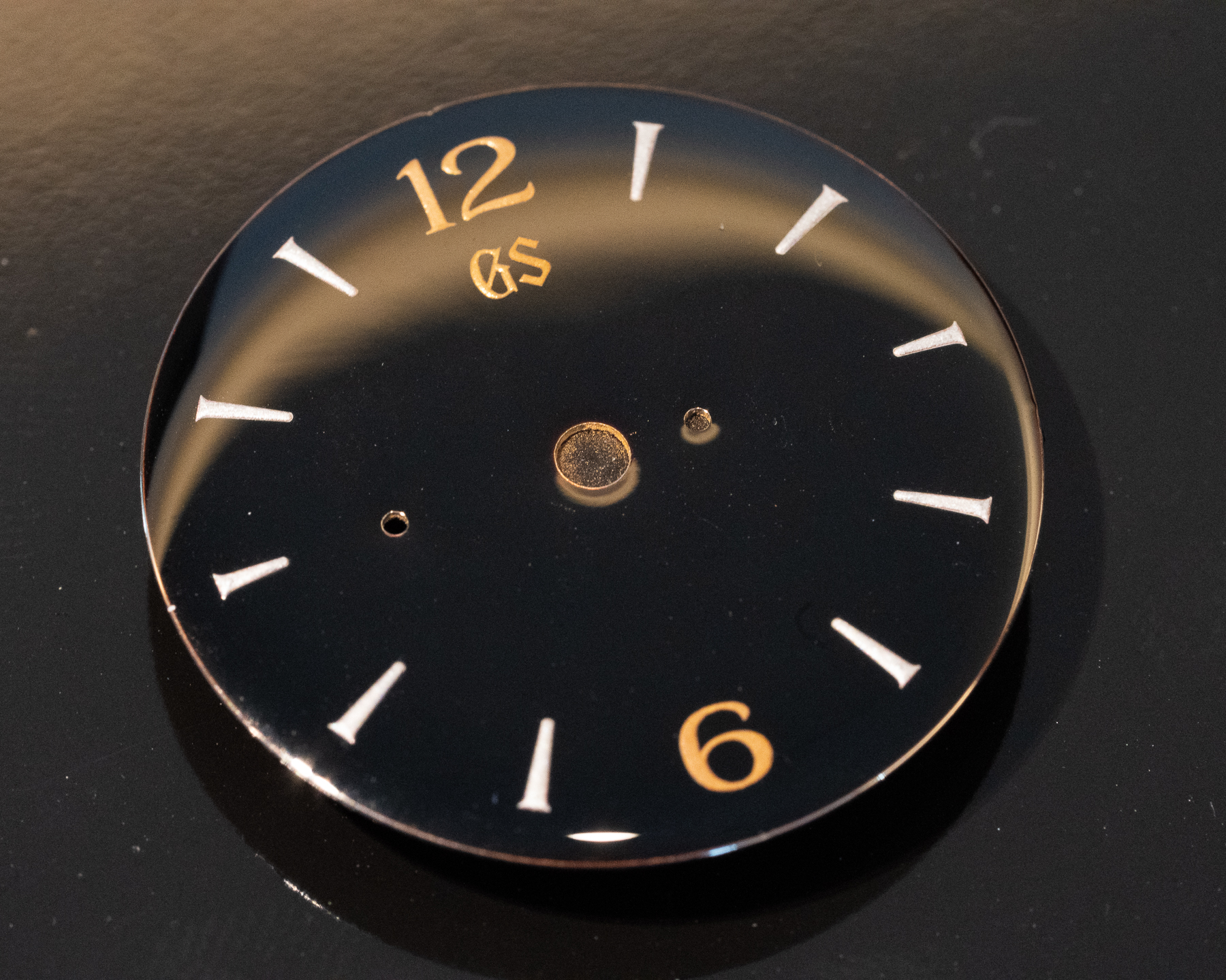 Dial with polished G in logo
