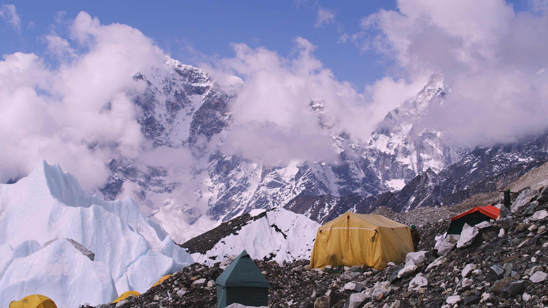 EVEREST: DYING TO QUEUE - Queuing to reach the top of the worldBBC