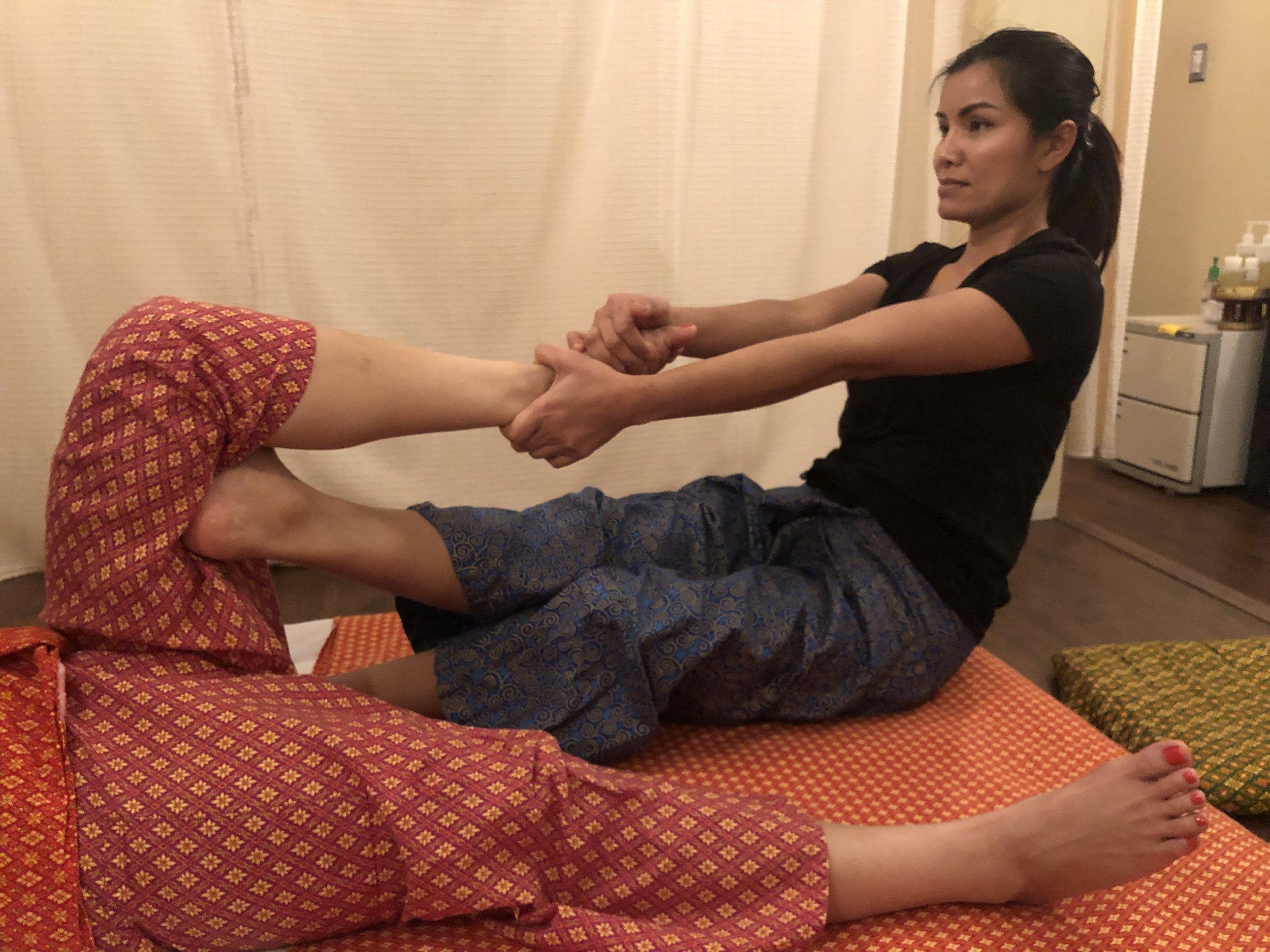 Lamai Jumpaburi Coyle performing Traditional Thai Massage