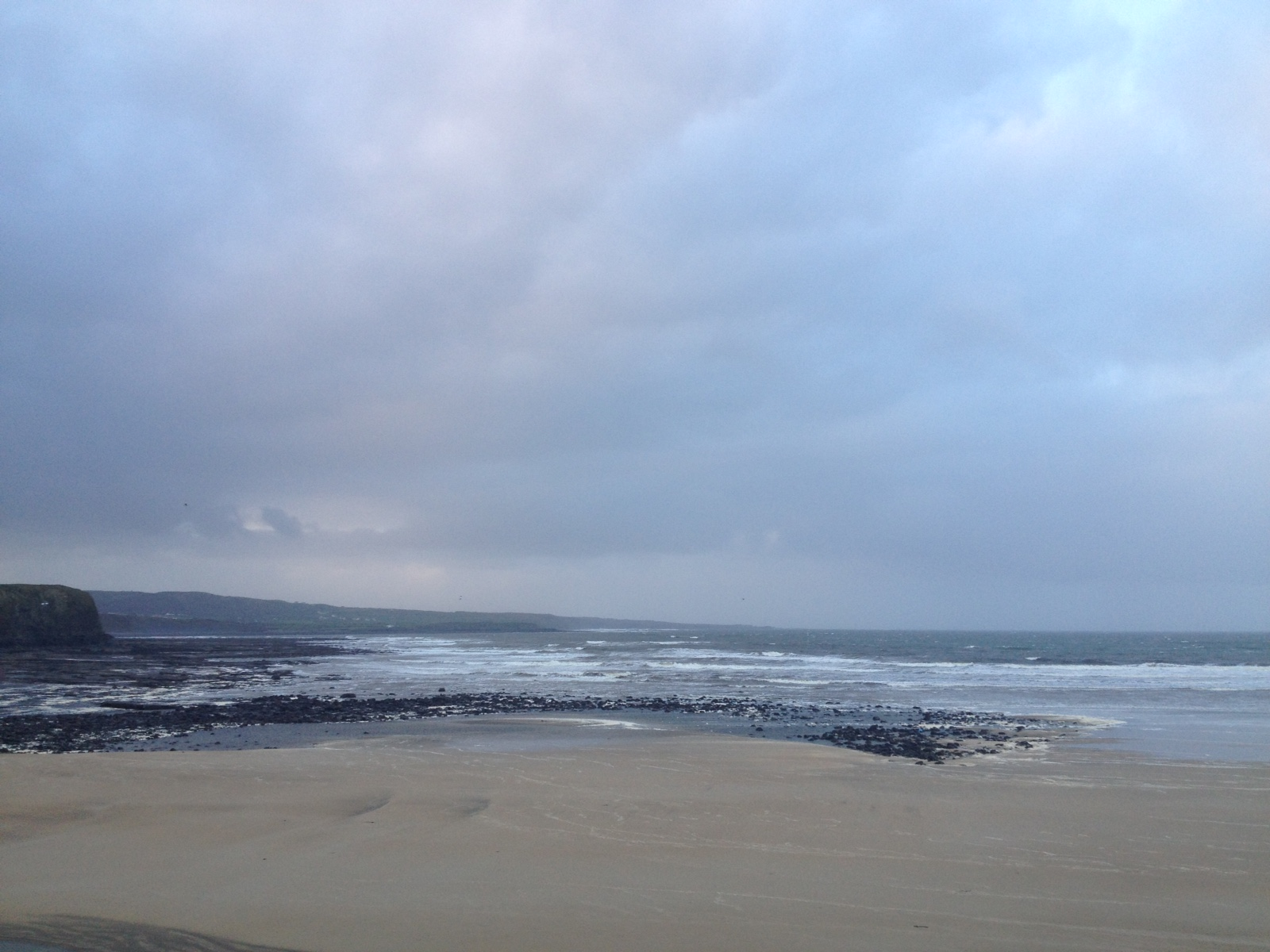 Wave Height: 4 ft   High Tide:  16.22 //  Low Tide:     10.08    Wind:    Strong WNW 30mph onshore wind   Air temp:  10'C //  Water temp:  9'C