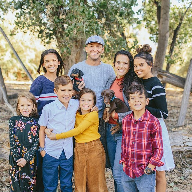 We are thrilled to have a whole family picture!  Do you see it?! Yep the puppies are part of the family and we love that we got fam pictures with them!  Did you see today's video? Our boy puppy got named by one of YOU!  Watch to the end! . . #newpuppy #theohanaadventure #toa #ohanapuppy