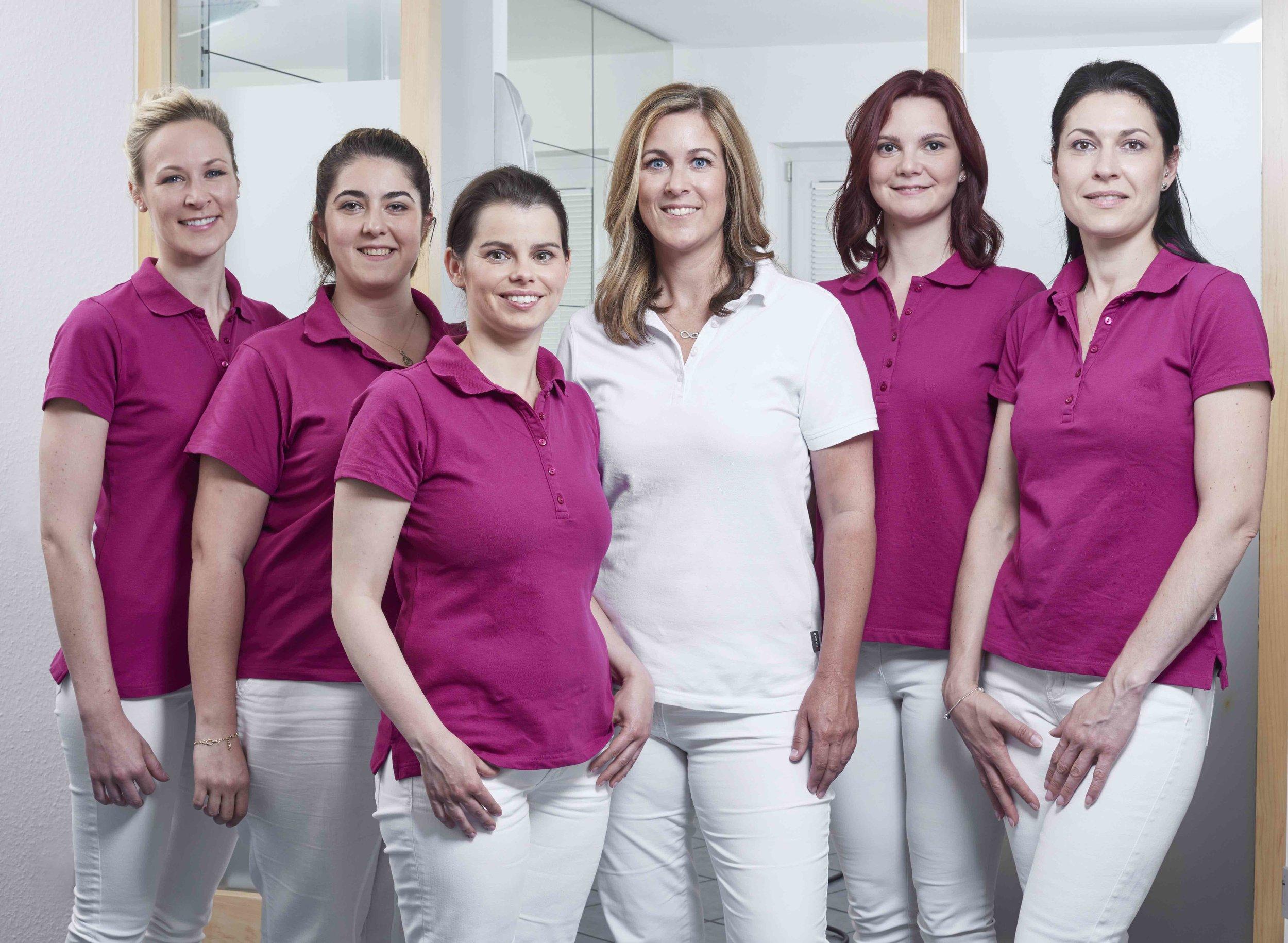 Hautarzt-Weinheim_Dr-Nina-Mueller_Gruppe_alle_036_.jpeg
