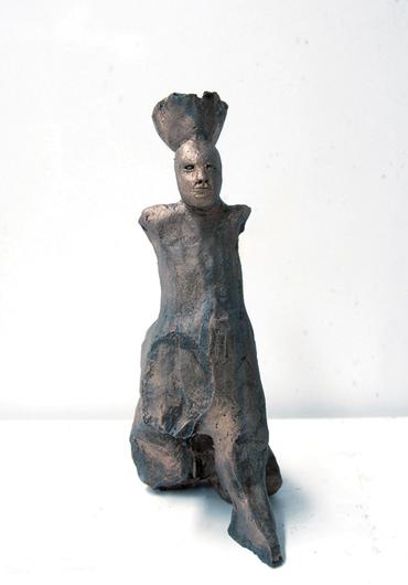 Justin Williams, Sphinx with Head Basket , 2014, stoneware ceramic, 25 x 13 x 13cm