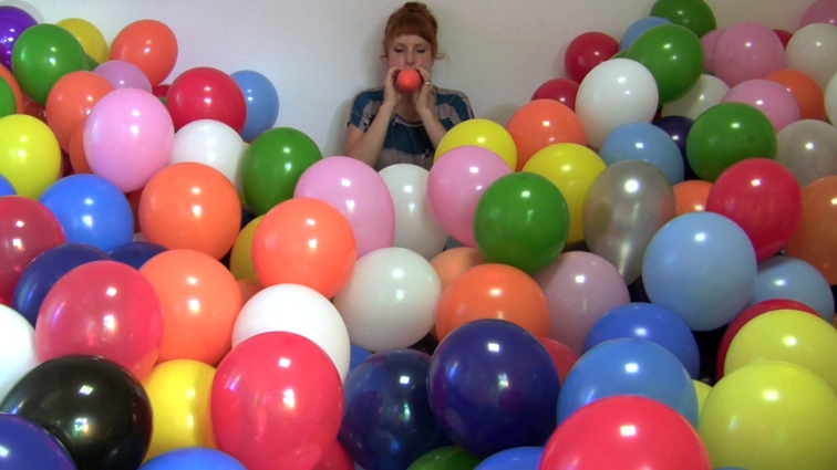 Michaela Gleave,  7 Stunden Ballon Arbiet 7 Hour Balloon Work , 2010, 7-hour live performance via Skype
