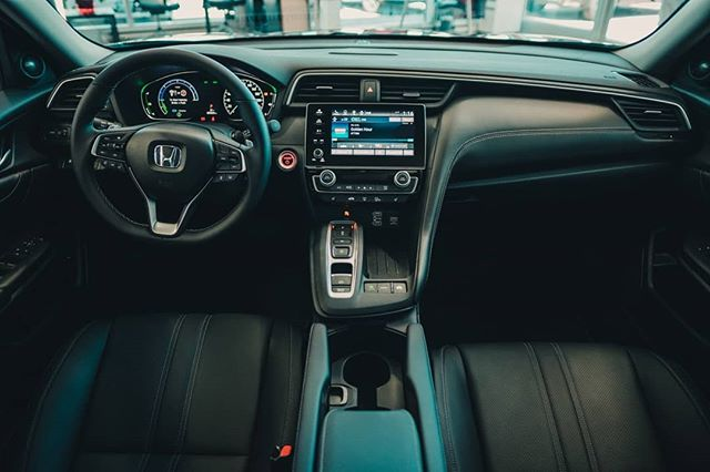 The interior space of the new Honda Insight is sophisticated. Luxury to the touch and practical in its use. From the real stitching and soft touch in the dash to the perforated leather in its hybrid touring trim. @dustin.davie is going to talk a little bit about it our newest VLOG going up tomorrow.  #hondainsight #2019hondainsight #hybridvehicles #insight #electricmotor #fueleconomy #newcar
