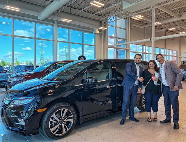 Always nice having great loyal client's /neighbours @kristenc35 congrats on the new van 🎉 #hondaodyssey #touring #friends #neighbours #Vipforlife #canadastopseller