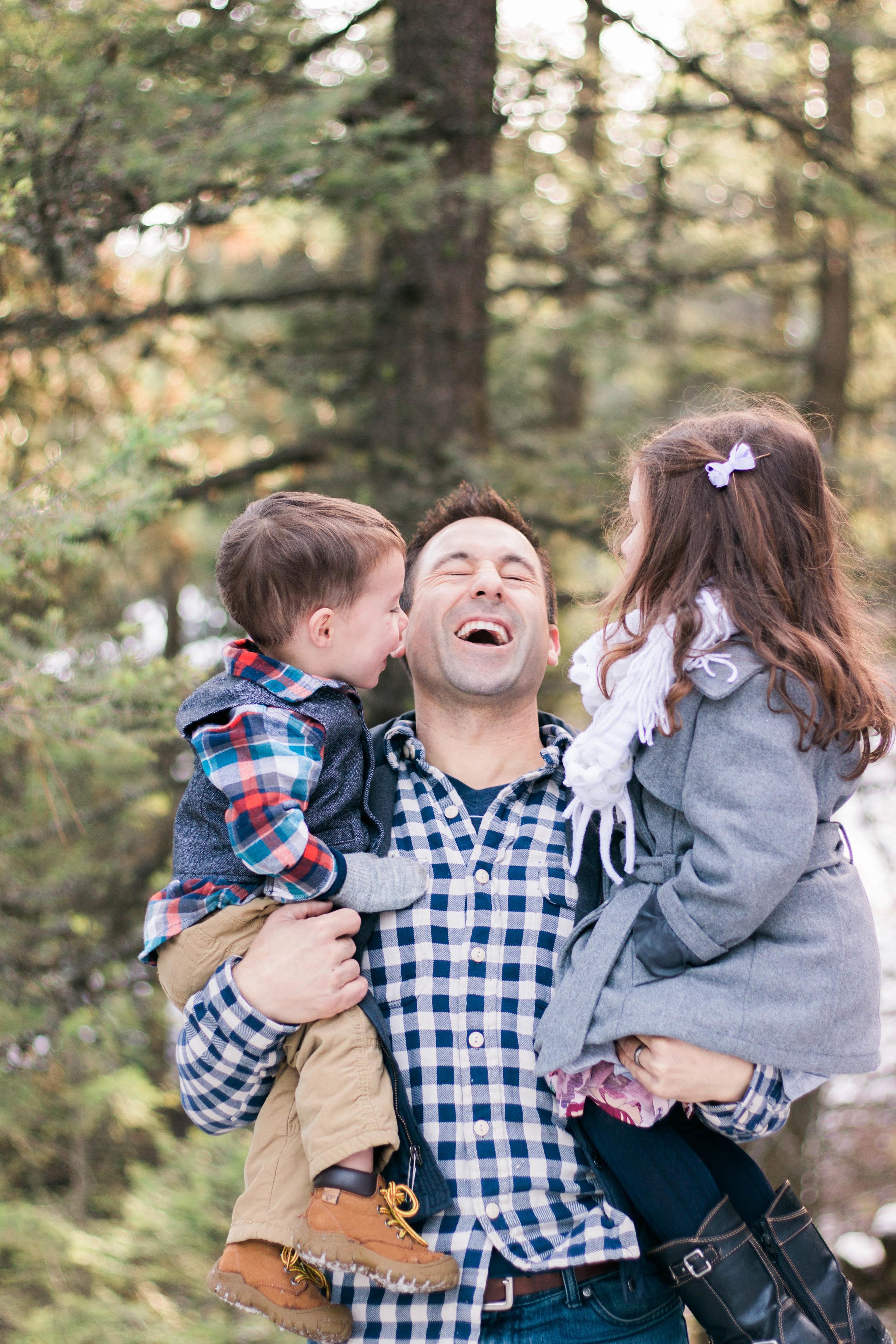 dad-laughing-kiddos