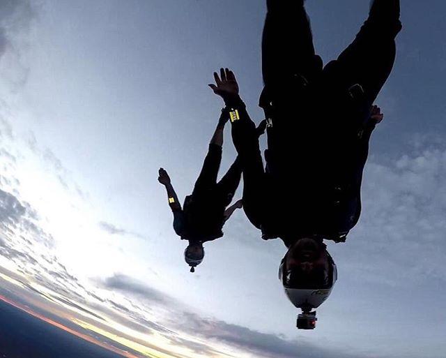Matt Drew and Shane Turner going for a cheeky sunset burn. I wonder what alti they're using 🤔...⠀ Hope those goggles aren't tinted boys! ⠀ 📸 Matt Thomas aka Maddog⠀ .⠀ .⠀ .⠀ #dekunu  #flydekunu #dekunuone #smartalti #altimeter #alti #gps #gpstracker #flightcomputer #skydiving #skydive #dekunugram #freefall #adrenaline #extremesports #skydivingtechnology #skydivingposts #skydivinggram #skydivingphotography #skydivinglovers #skydivingadventure #skydivingpics #skydivinglife #dekunualtimeters