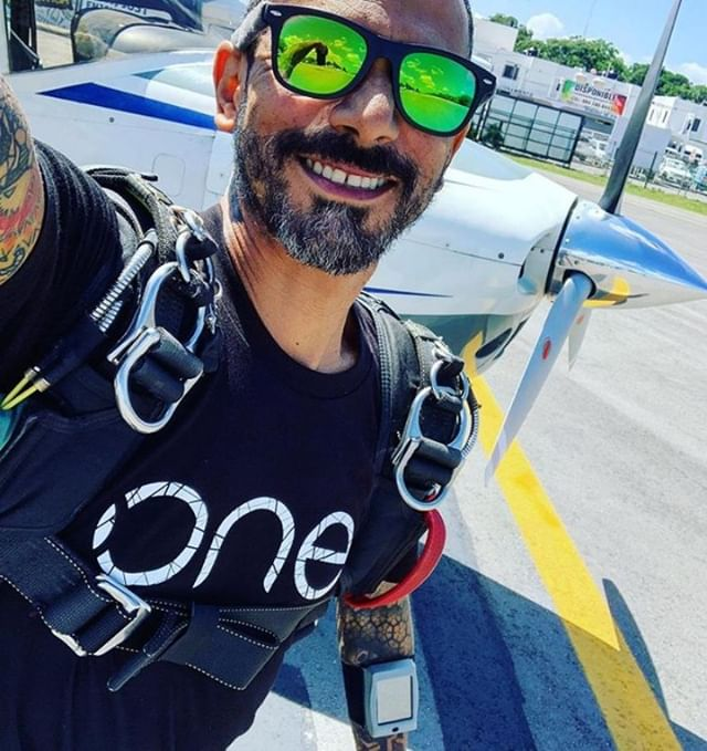 Igor Elorza – hard at work and looking stoked with his Dekunu One alti and #swag⠀ .⠀ .⠀ .⠀ #repost @igorelorza⠀ #dekunu  #flydekunu #dekunuone #smartalti #altimeter #alti #gps #gpstracker #flightcomputer #skydiving #skydive #dekunugram #freefall #adrenaline #extremesports #skydivingtechnology #skydivingposts #skydivinggram #skydivingphotography #skydivinglovers #skydivingadventure #skydivingpics #skydivinglife #dekunualtimeters