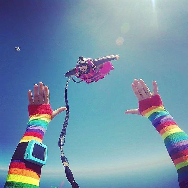 "#repost from our amazing Dekunu Ambassador Domi (@domikiger)⠀ ""So no shit, here I was, ""bungee jumping"" out of a wingsuit!!! 🤯😳🤗""⠀ Check out her profile for the full scoop... amazing!⠀ .⠀ .⠀ .⠀ .⠀ ⠀ #dekunu #flydekunu #dekunuone #smartalti #altimeter #alti #gps #gpstracker #flightcomputer #skydiving #skydive #dekunugram #freefall #adrenaline #extremesports #skydivingtechnology #skydivingposts #skydivinggram #skydivingphotography #skydivinglovers #skydivingadventure #skydivingpics #skydivinglife #dekunualtimeters"