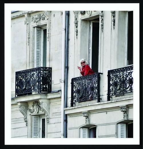 Dame en rouge. Iconic Parisienne - Paris 2018