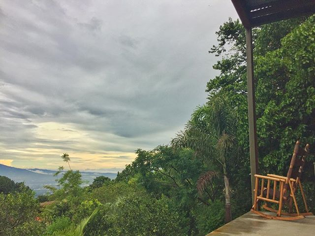 Bidding adieu to Pura Vida Retreat and Spa! This was my second time here, attending my second Awaken the Warrior Retreat and it was just as good as I remembered it! So many little pockets like this one with beautiful nature views. Until next time! 👋 ✌️ 🙏🏽