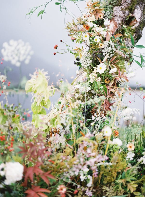 Alice beasley flowers autumn floral wedding installation
