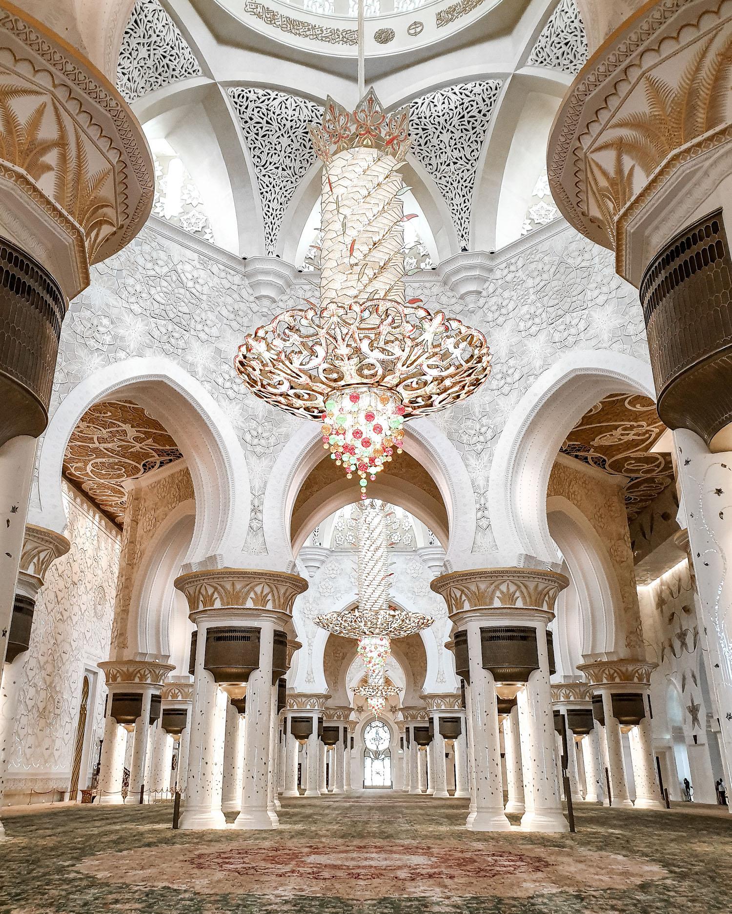 Sheikh Zayed Grand Mosque interior | Day trip to Abu Dhabi from Dubai