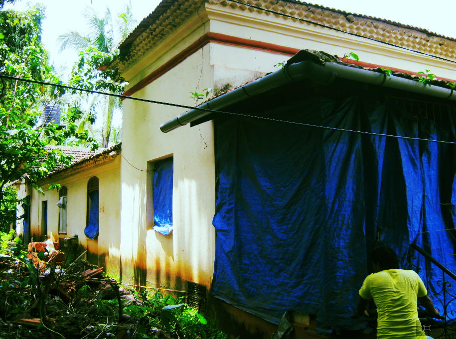 Souza spent his childhood in this house in Saligao, his mother Lilia Souza e Ribeiro's ancestral house, where he was often left in the custody of his grandmother Leopoldina Saldanha Antunes. It was a household dominated by women and Souza felt adrift in it.