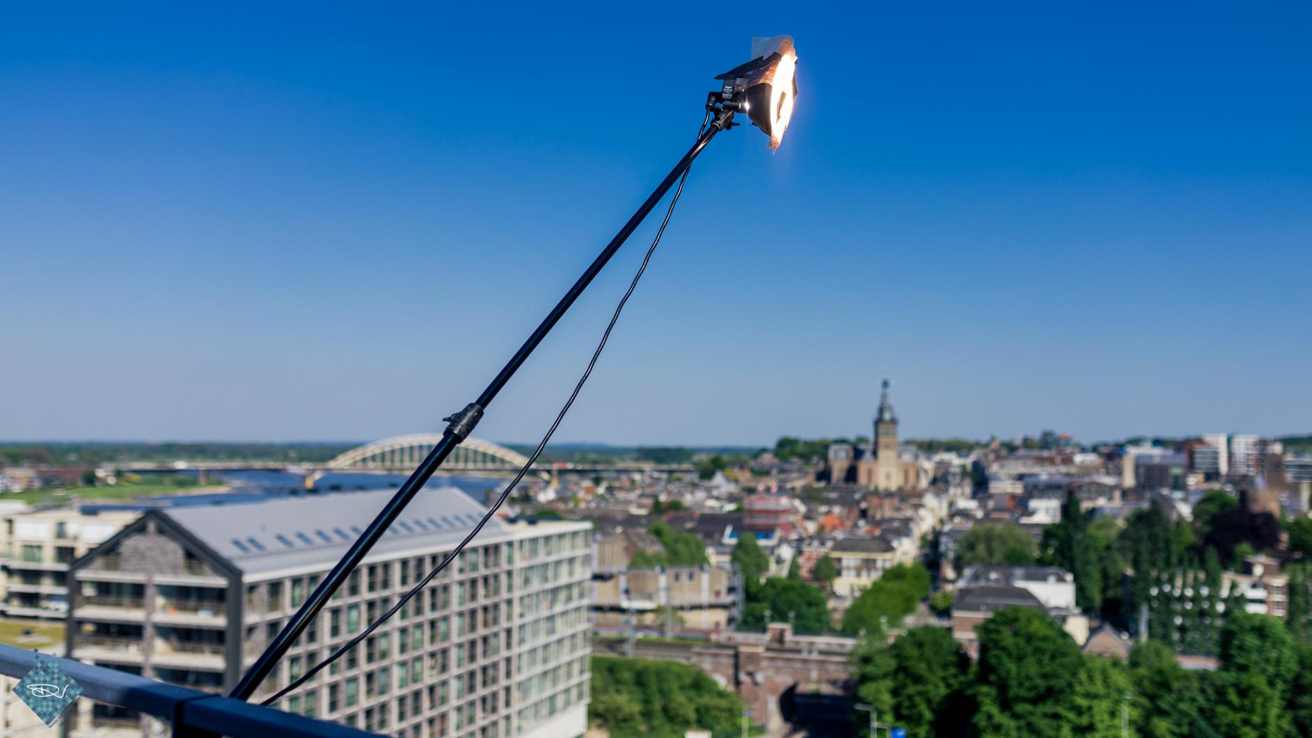 Mijn Elinchrom ELB400 hing hoog boven Nijmegen...