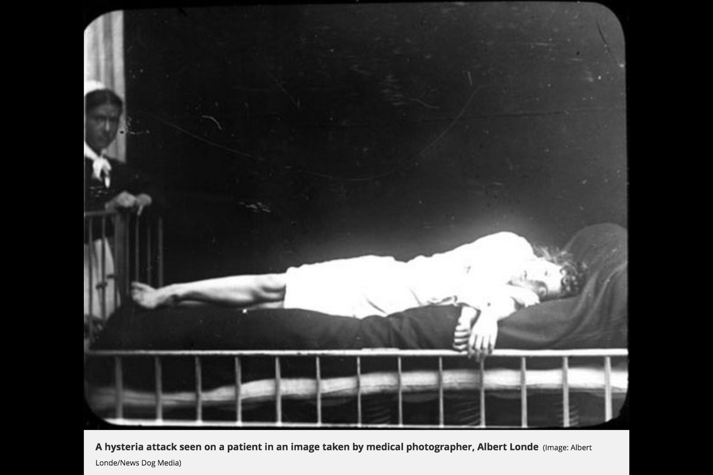 25_hysteria 1900.jpg