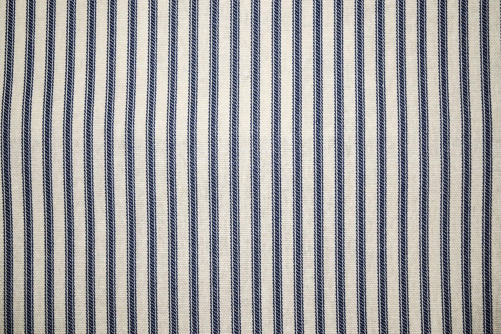 19_VerticalStripe_Blue
